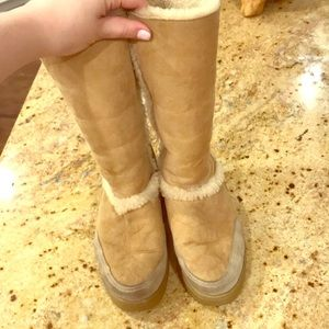 UGG snow boots rubber soul used size 6 tan